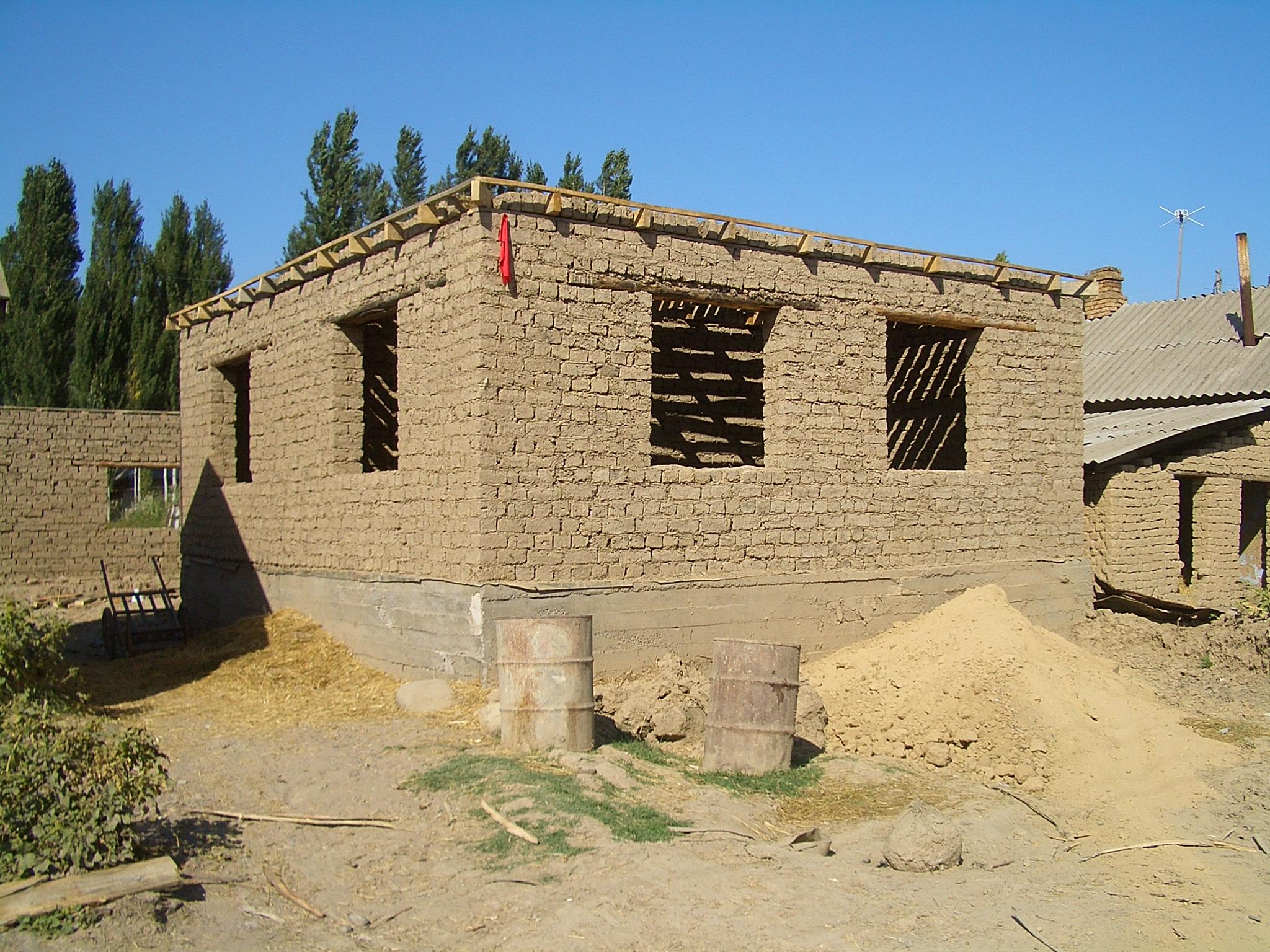 Kőfal bontása